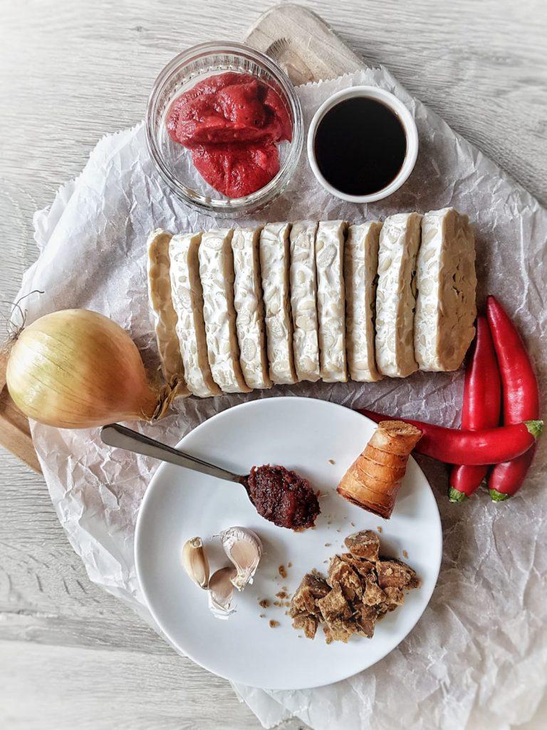 ingredienten sambal goreng tempeh met kaffir lime